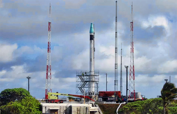 The U.S. DoD Missile Defense Agency used Landa's mobile towers to deflect lightning strikes away from its missles.